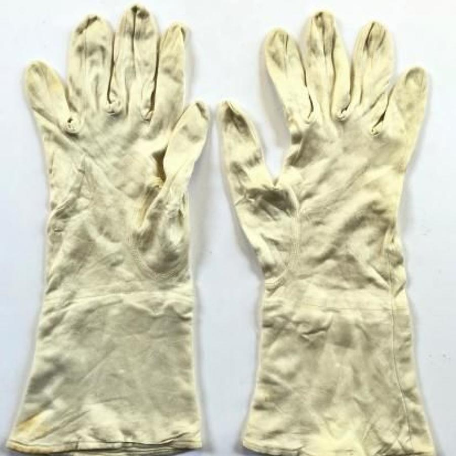 RAF WW2 RAF Aircrew 1943 Silk Inner Flying Gloves.
