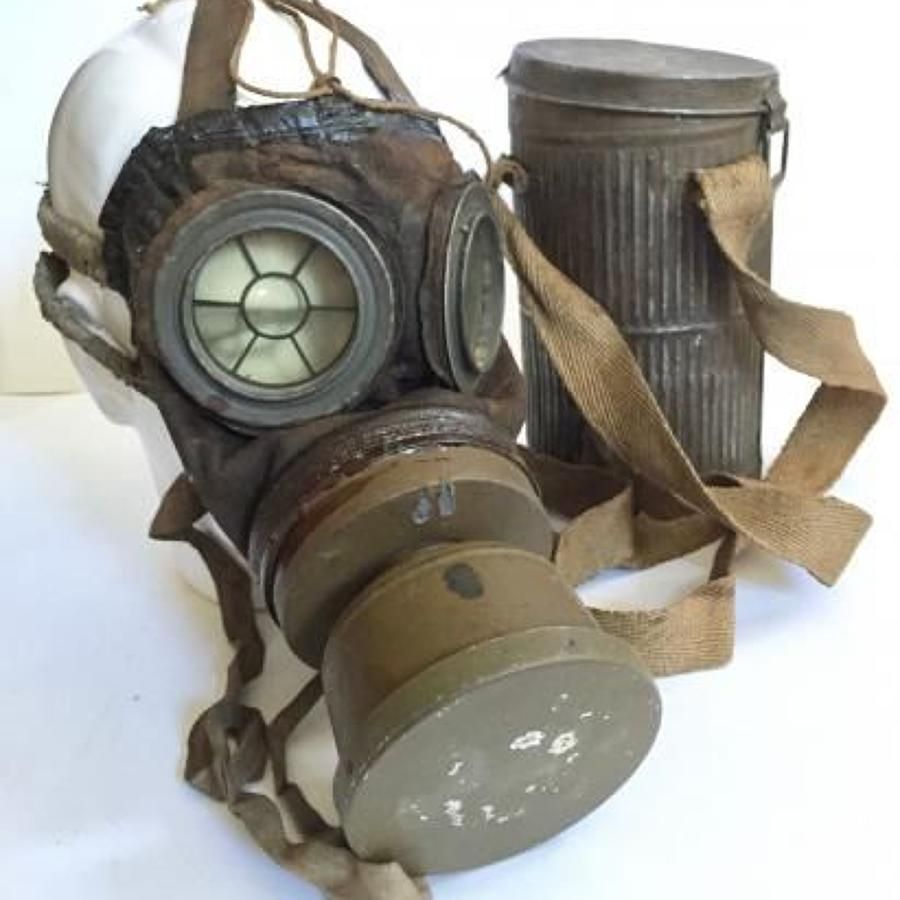 WW1 Patten Belgium Gas Mask.