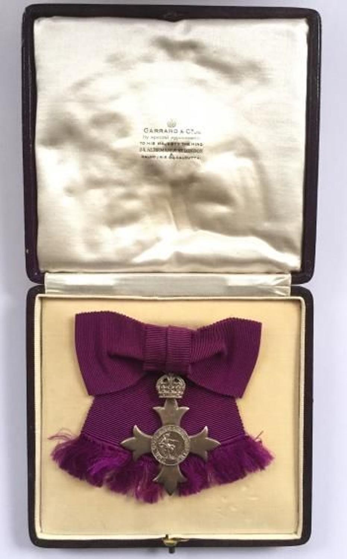 WW1 1918 Member of the British Empire MBE Ladies Badge Medal