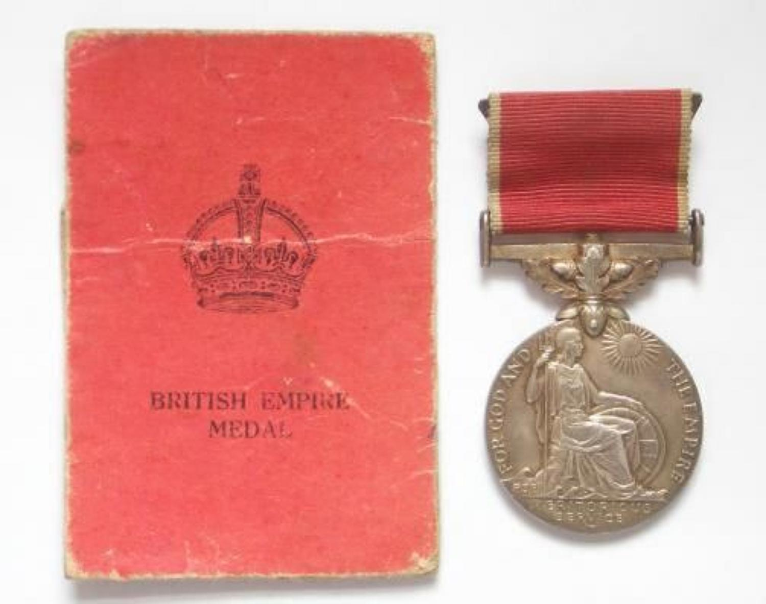 WW2 Navy Army & Air Forces Institutes NAAFI 1944 British Empire Medal.