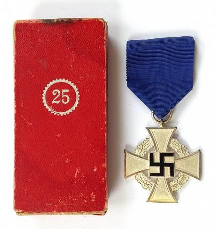 WW2 German 25 Year Faithful Service Medal & Box.