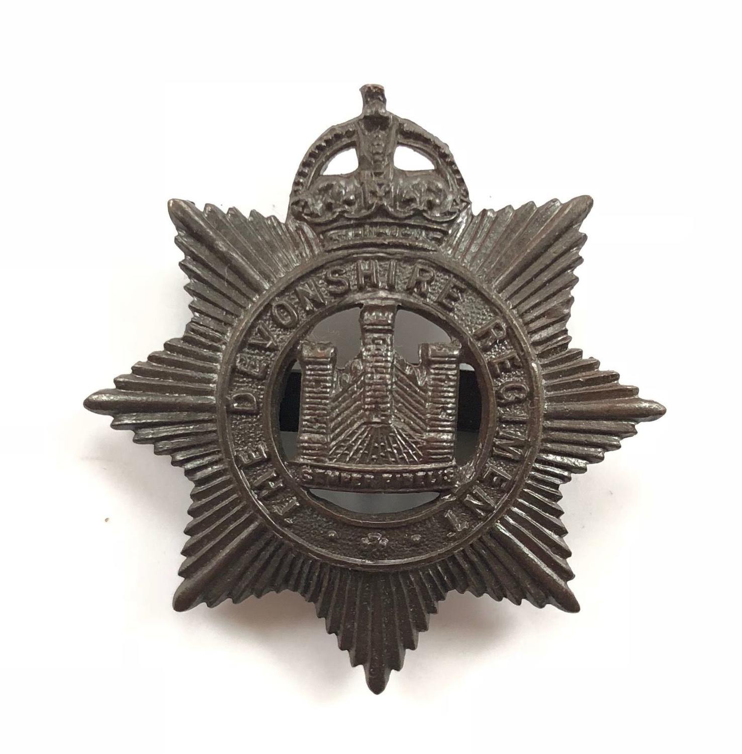 WW1 / WW2 Devonshire Regiment Officer's Bronze Cap Badge by Gaunt