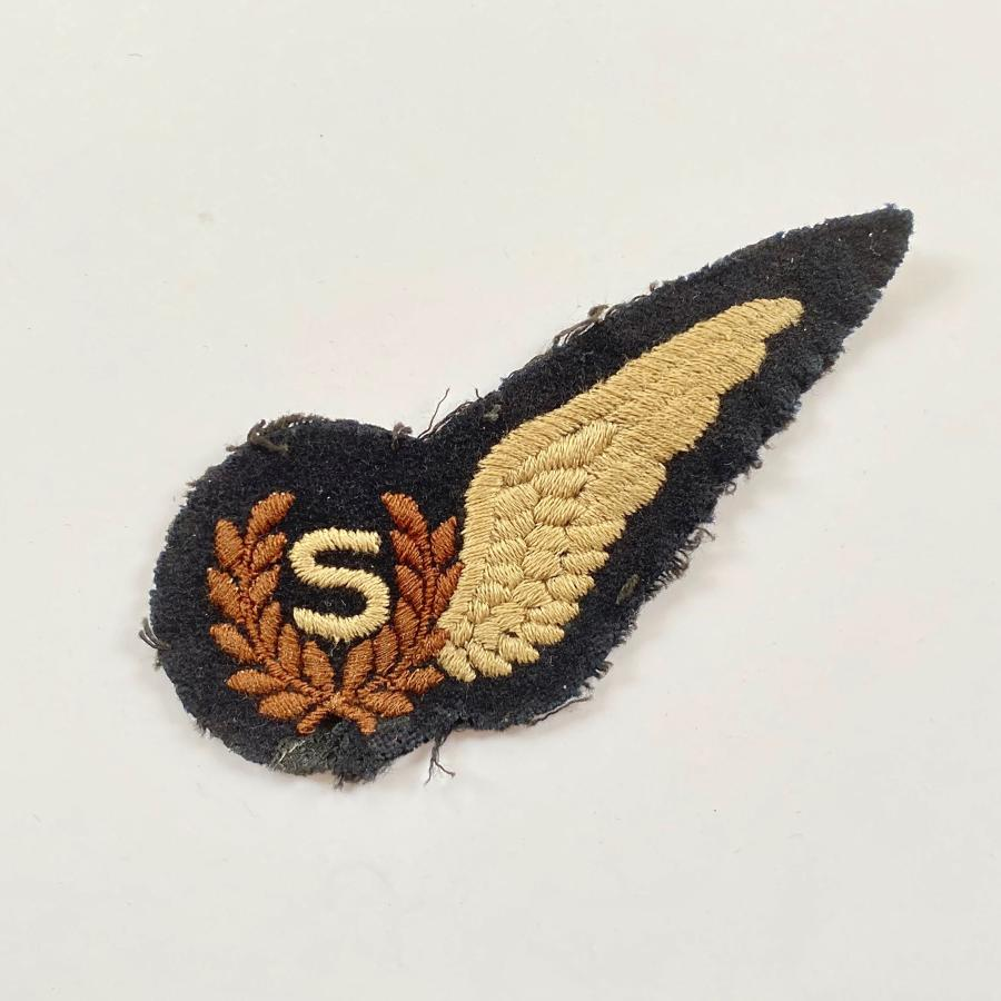 WW2 Period RAF Signals Aircrew Brevet Badge.