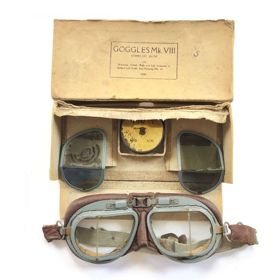 WW2 RAF MKVIII Boxed Flying Goggles.