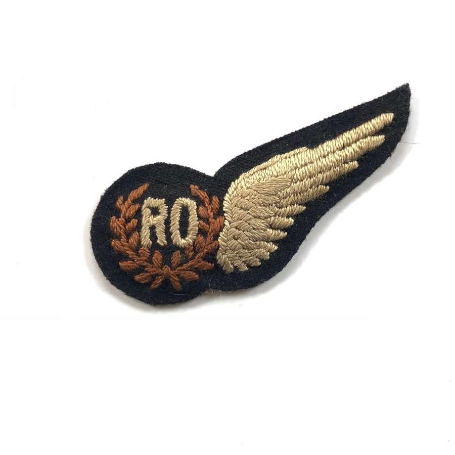WW2 Scarce Padded RAF Radio / Radar Operator WW2 brevet badge.