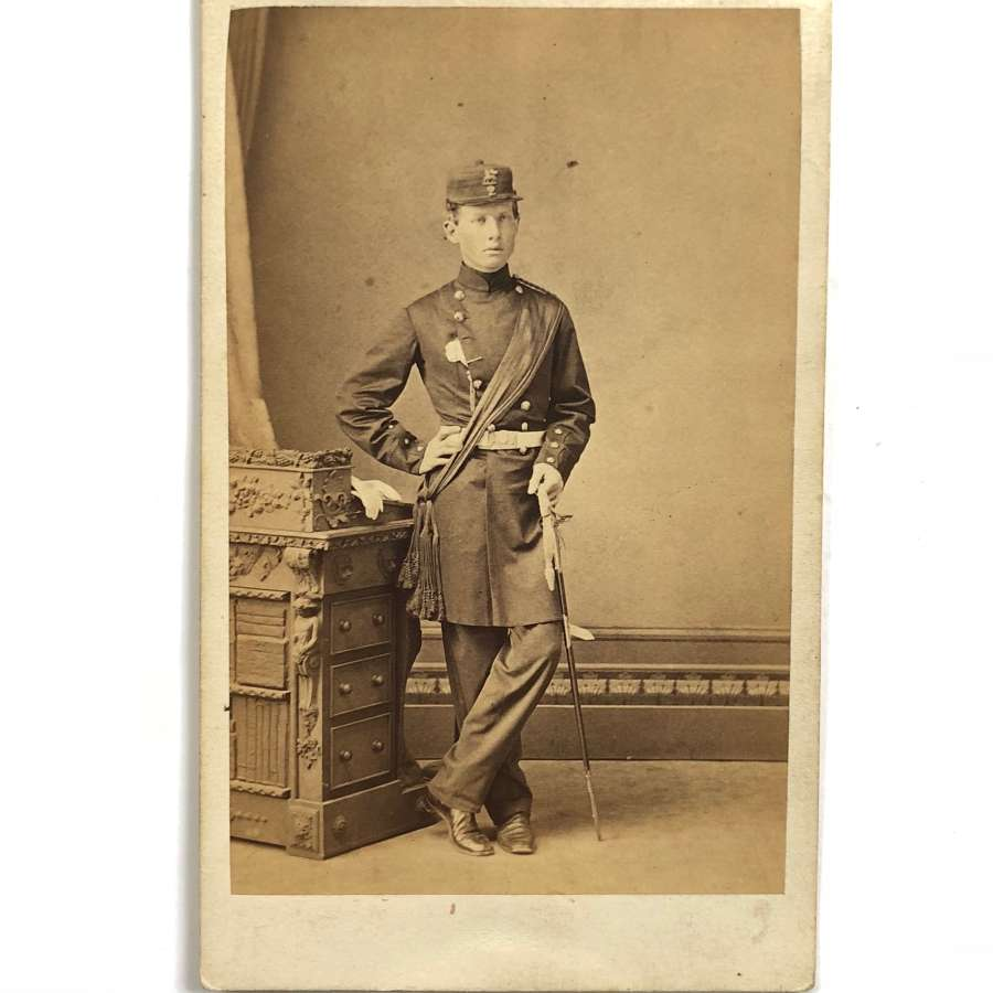 Victorian 2nd (Queen's) Regiment Officer's Carte de Visite Photogr