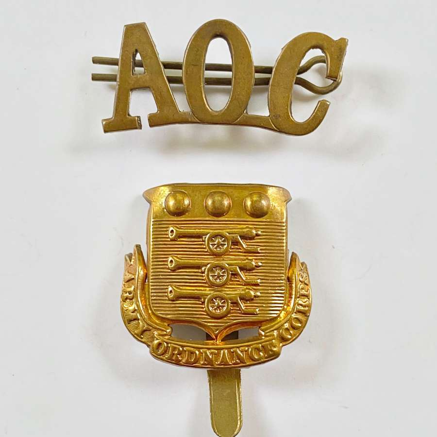 WW1 Army Ordinance Corps Cap Badge and Shoulder Title.