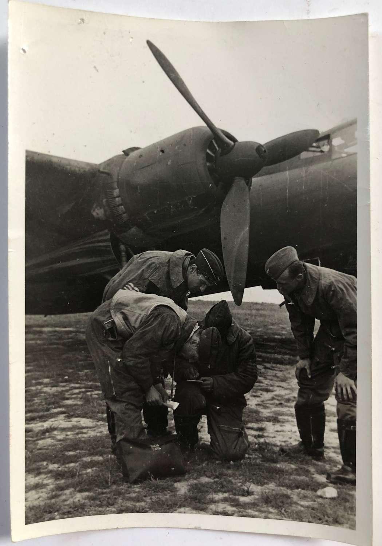 WW2 Luftwaffe Snap Shot Photograph of Aircrew.