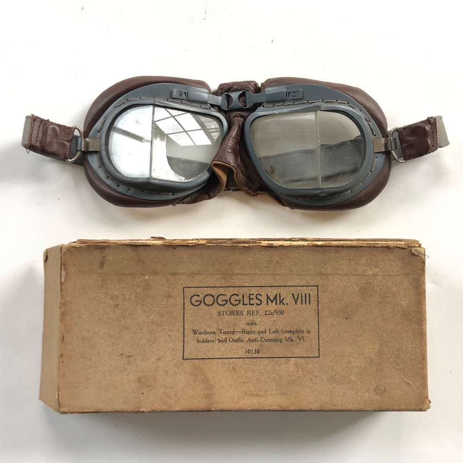 WW2 RAF MKVIII Aircrew Flying Goggles & Box