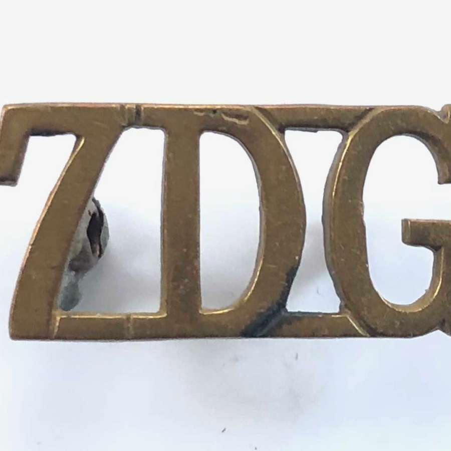 WW1/WW2 7th Dragoon Guards Shoulder Title Badge.