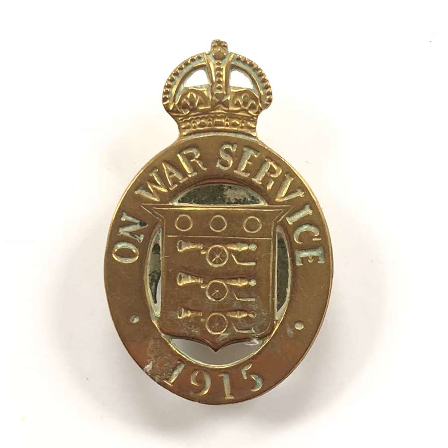 WW1 On War Service 1915 munition workers numbered badge