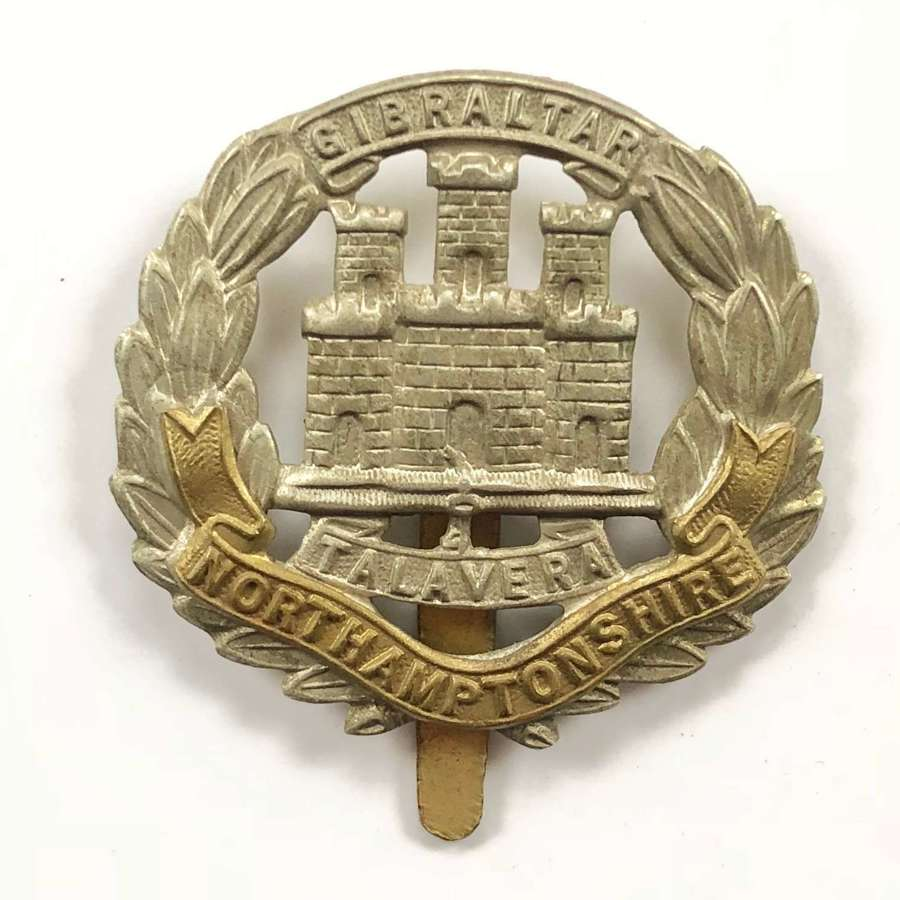 WW1 / WW2 Pattern Northamptonshire Regiment Cap Badge.