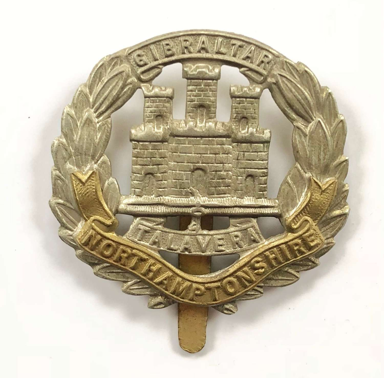 WW1 / WW2 Pattern Northamptonshire Regiment Cap Badge.