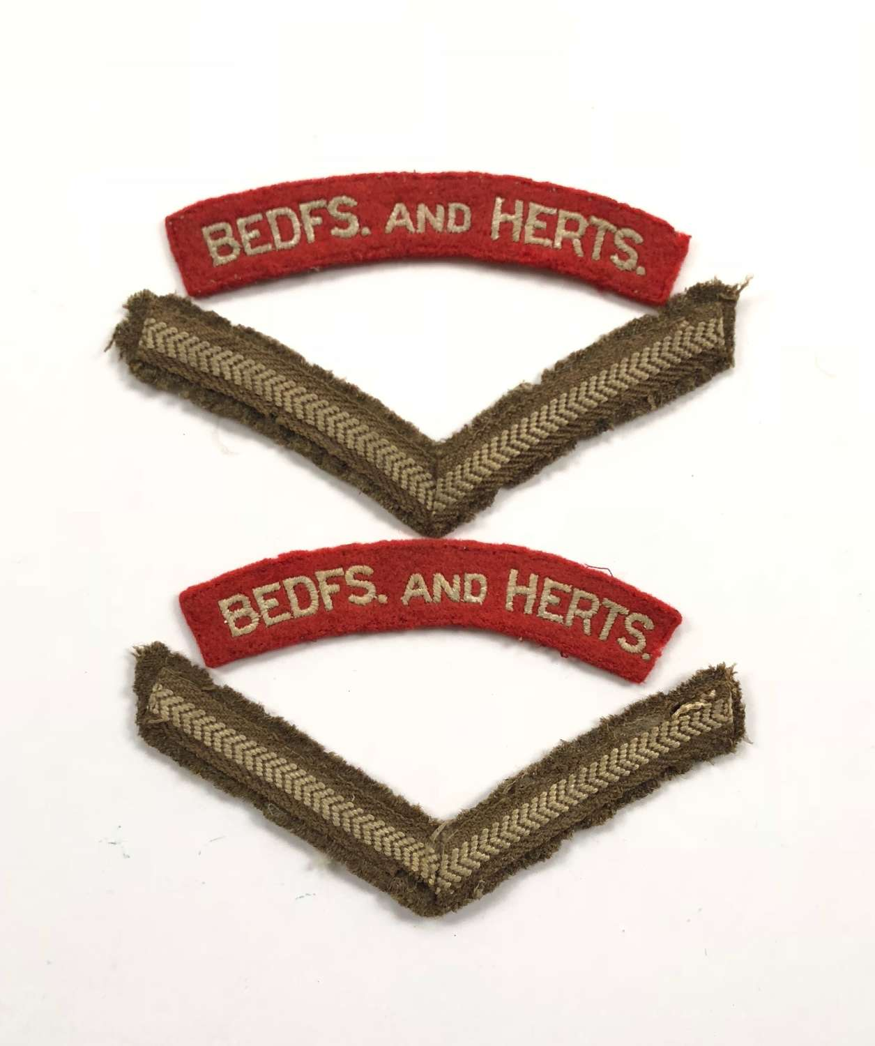 WW2 / Cold War Period Beds & Herts Shoulder Titles and Rank