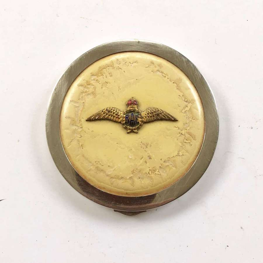 WW2 Royal Air Force RAF pilot's wing ladies powder compact.