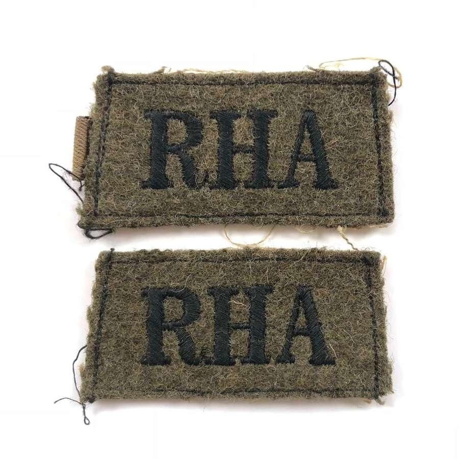 WW2 Royal Horse Artillery Slip On Cloth Shoulder Titles.
