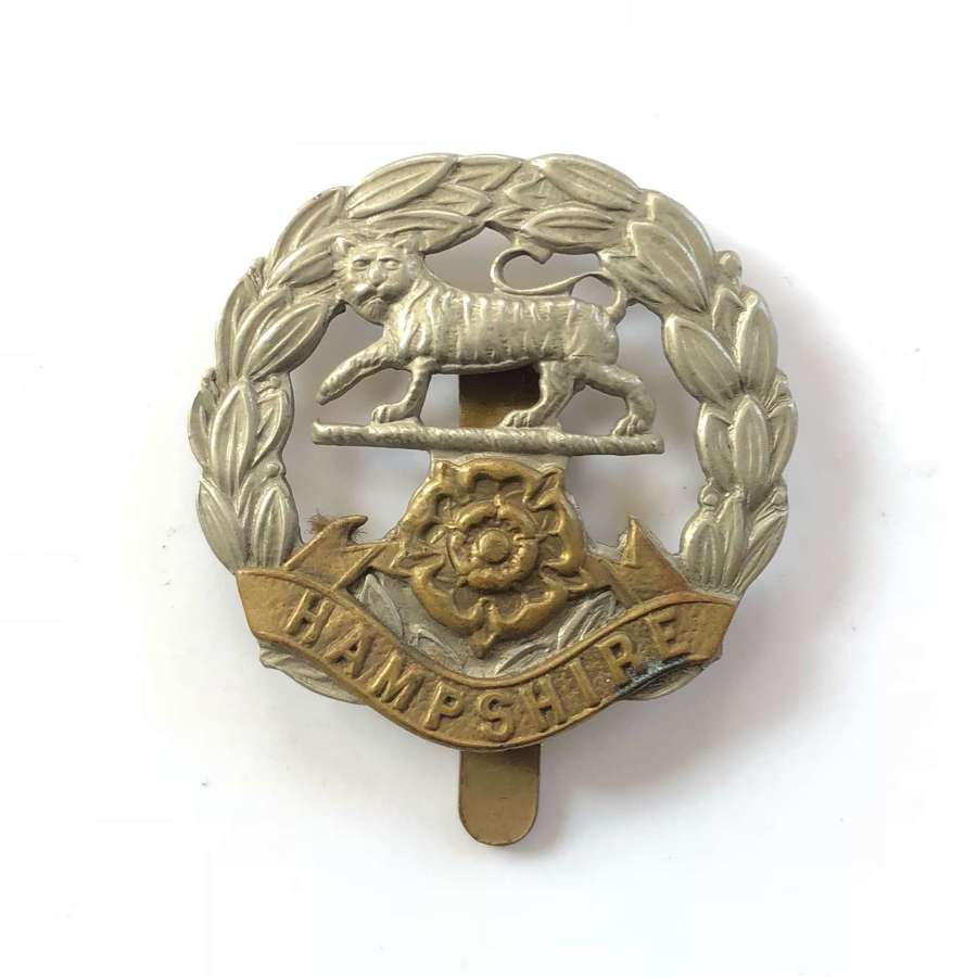 WW1/WW2 Hampshire Regiment Cap Badge.