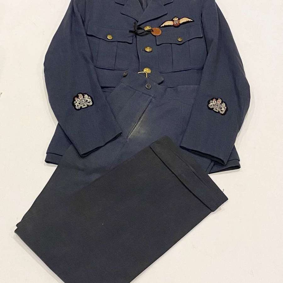 WW2 RAF Officer Pilot's Uniform.
