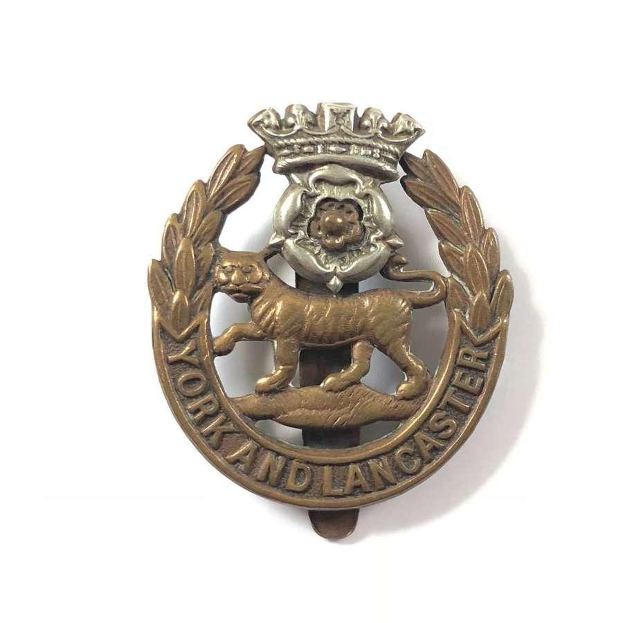 WW1/ WW2 York & Lancs Regiment Cap Badge.