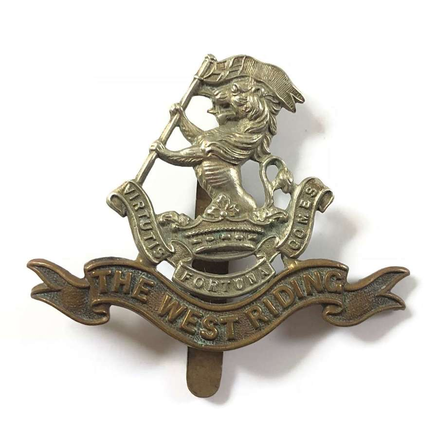 WW1/ WW2 West Yorkshire Regiment Cap Badge.