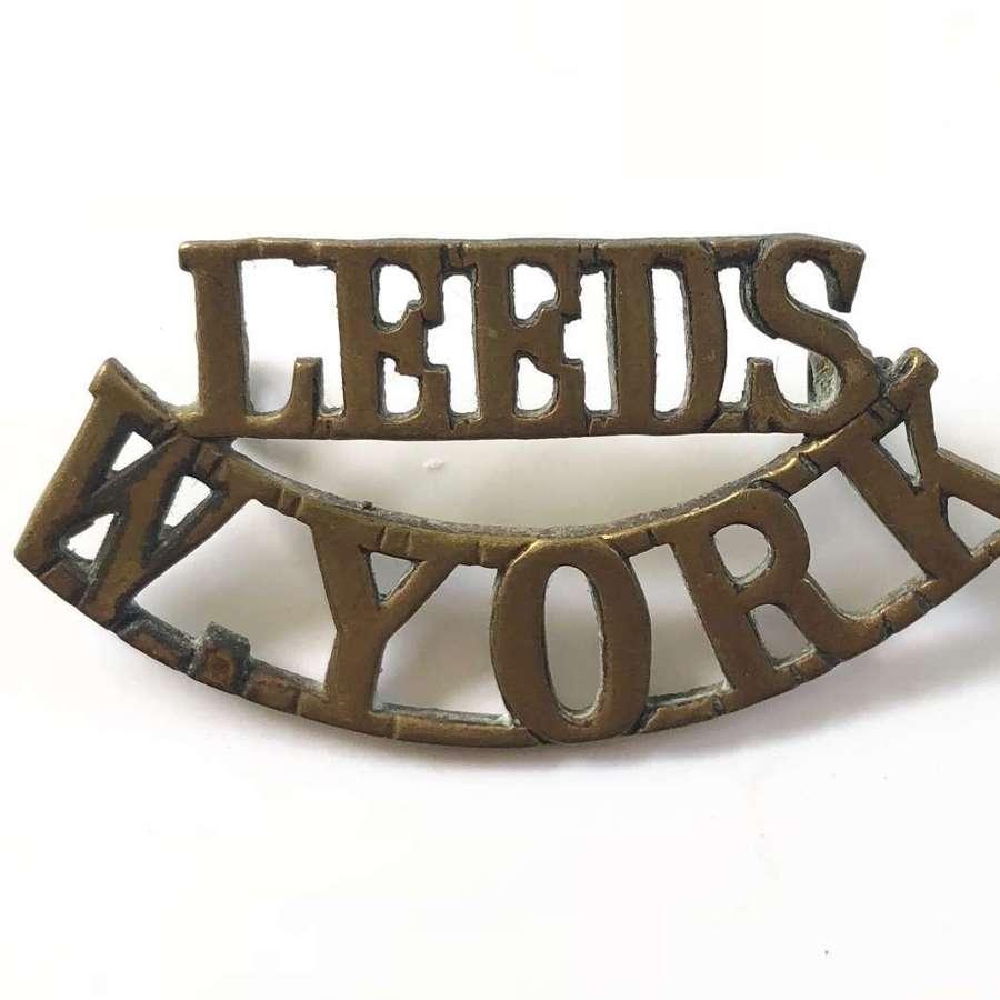 WW1 Leeds Pals Brass Shoulder Title Badge
