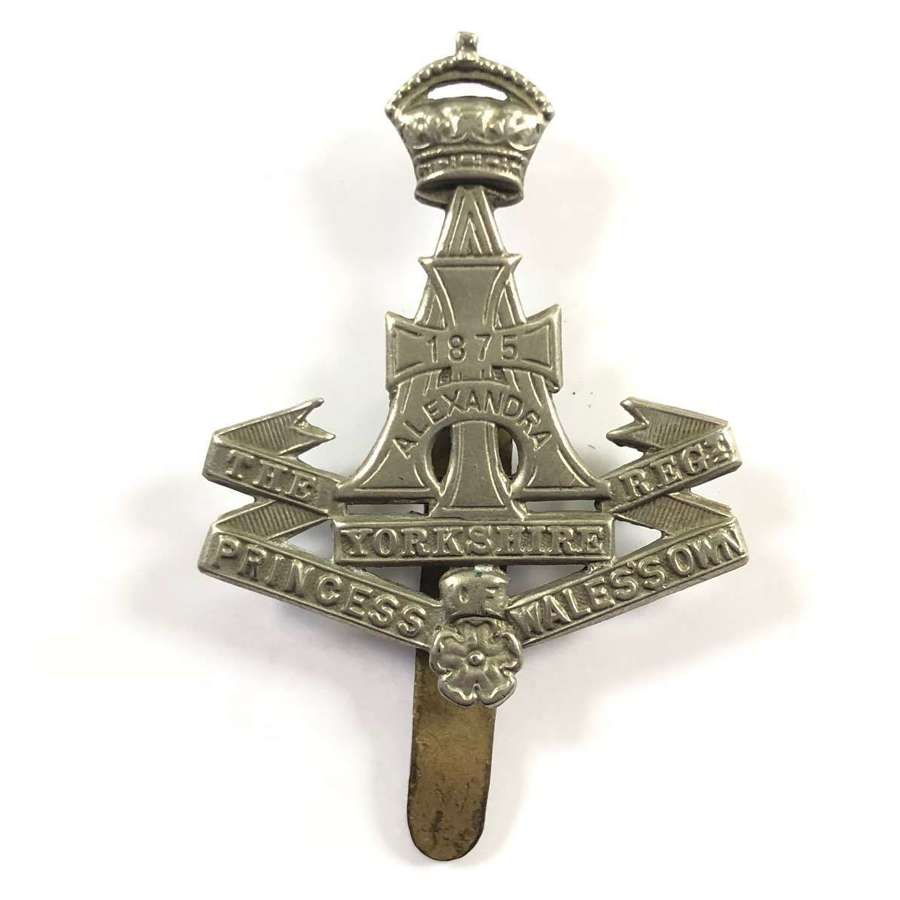 WW1 / WW2 Green Towards Yorkshire Regiment Cap Badge.